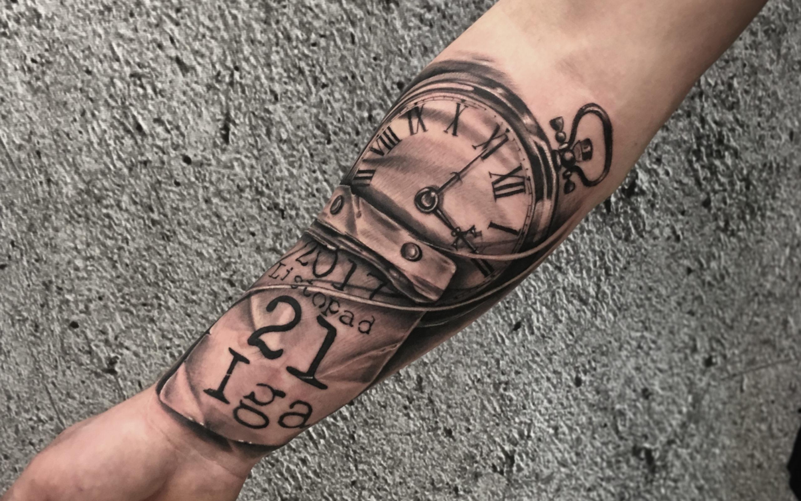 tatuaz cieniowany przedramie zegar dzieci jak zostać tatuażystą